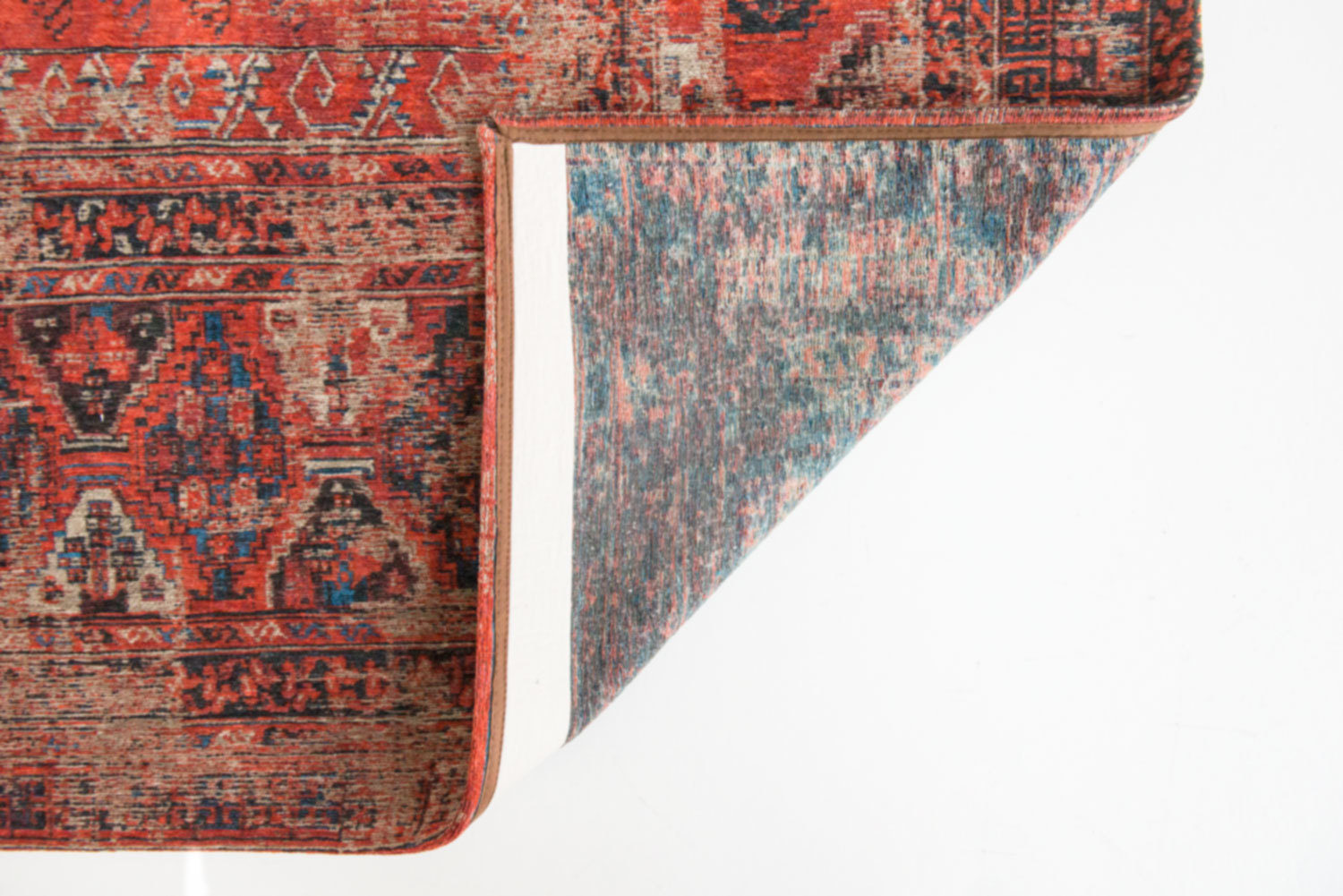 """The legendary Hadschlu from Louis De Poortere is re-edited in its flatweave, distressed version.Sometimes called """"The Notary Rug"""", our Hadschlu has the particularity that it blends into a classic notary study, as elegantly as in a slee, minimalist yuppie interior.It just adds that classy touch that says you know what you want."""