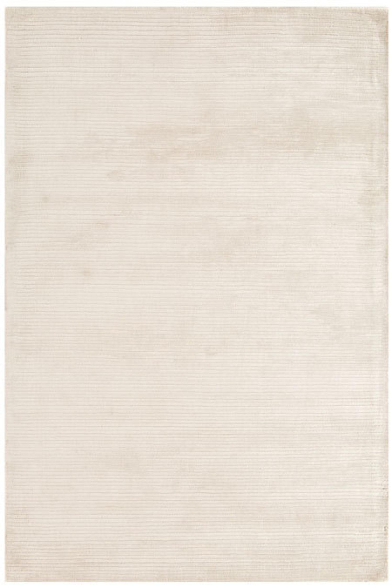 Lario in White
