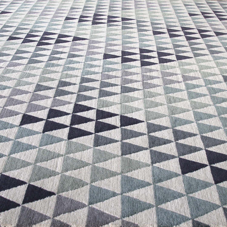 A mind-bending tonal triangle geometric design
