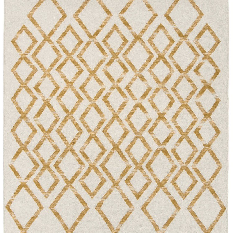Geometric design woven in a durable wool kelim.