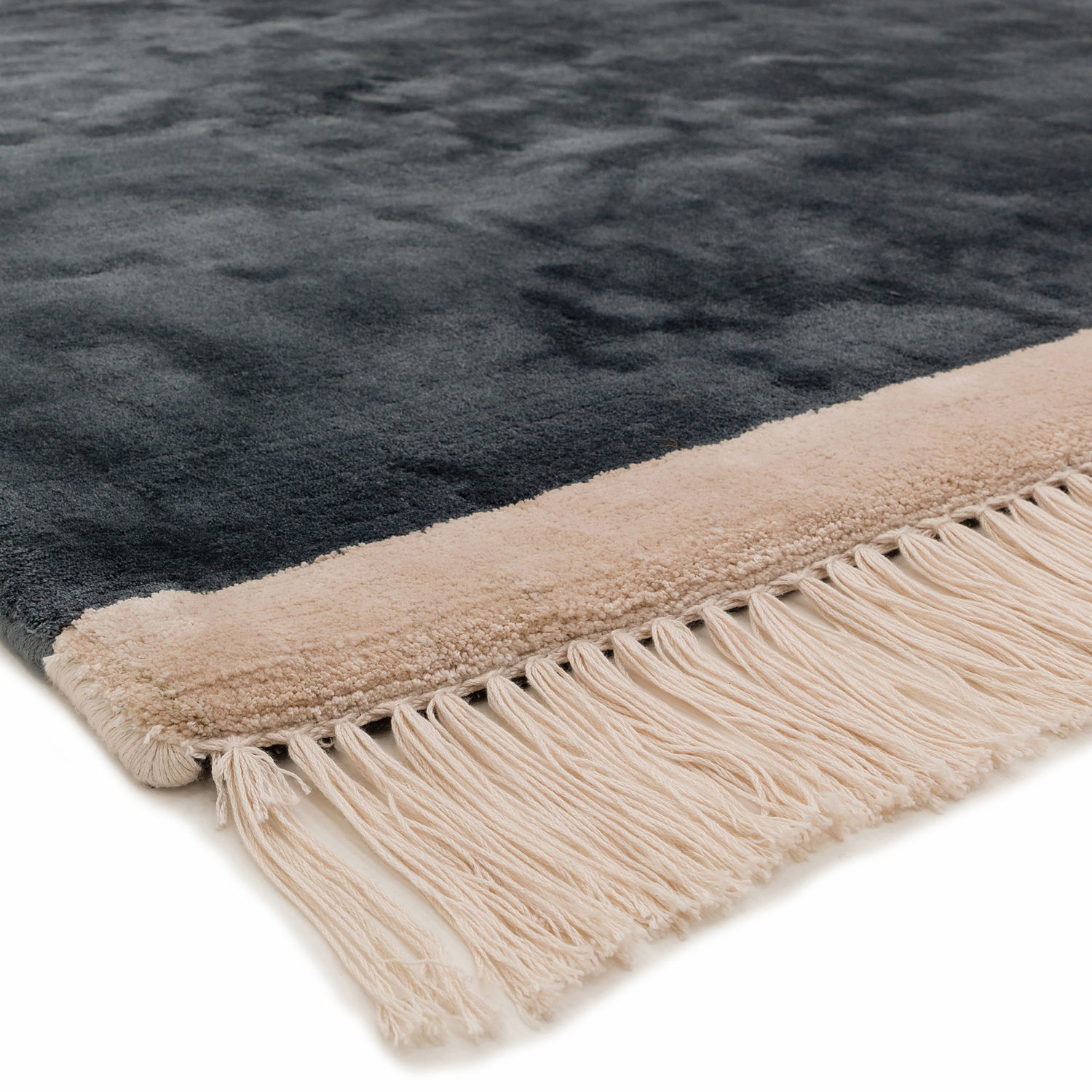 Decorative viscose rug with contrasting fringed borders