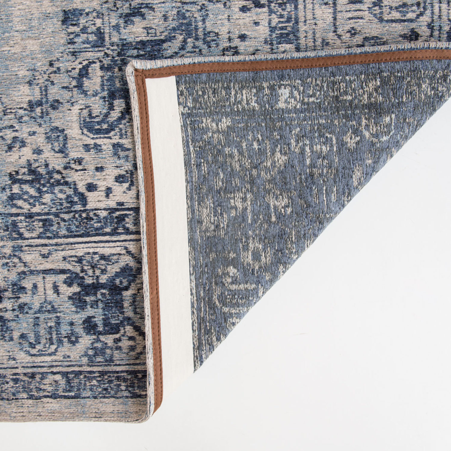 An oriental design with pale tones to give your interior a bohemian appearance