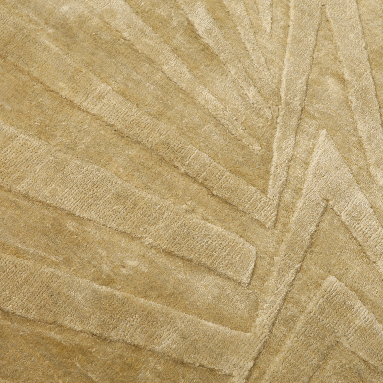 A sophisticated radiant rug available in a vast range of colours